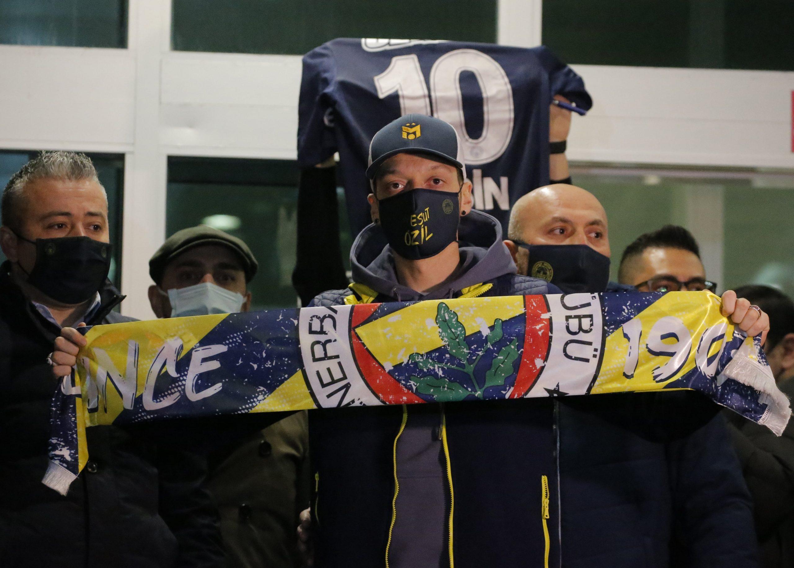 """Fenerbahce"" ar fanu atbalstu cer savākt naudu Ezila algai"